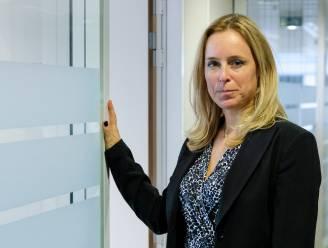 Staatssecretaris Eva De Bleeker legt valkuilen van influence marketing en piramidespelen bloot op de schoolbanken