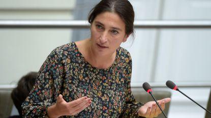 """""""Hallucinant dat we 8 watermaatschappijen hebben in Vlaanderen"""": Zuhal Demir wil waterfactuur betaalbaar maken"""
