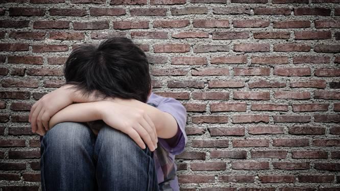 Syrisch jongetje moederziel alleen op stoep van politiebureau: 'Hij kreeg natte ogen toen ik naar z'n ouders vroeg'