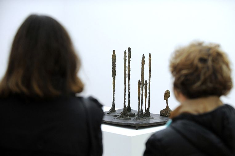 De Nederlandse vervalser verdiende grof geld met het namaken van het werk van Giacometti. Hierboven het originele La foret (Het bos). Beeld AFP