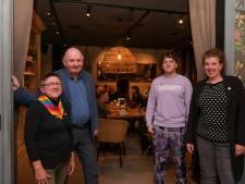 Het allereerste Regenboogcafé in Nunspeet opent de deuren: 'Ik kan het nog steeds niet geloven, het voelt heel onwerkelijk'
