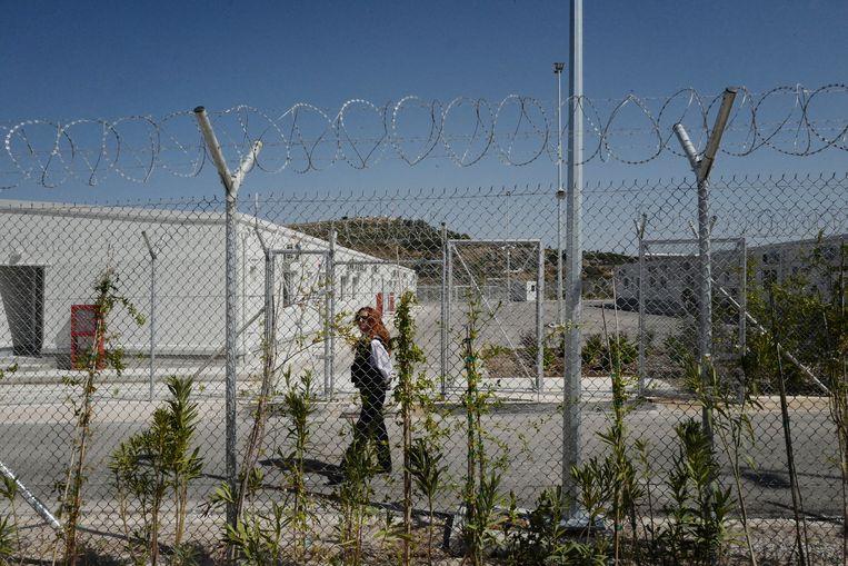 Het nieuwgebouwde vluchtelingenkamp op het Griekse eiland Samos. Het kamp wordt omheind door metershoog prikkeldraad. Beeld Getty Images