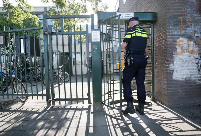 De entree van de daklozenopvang aan de Slingerweg. Sinds de handhaving is de drugsoverlast daar verdwenen.