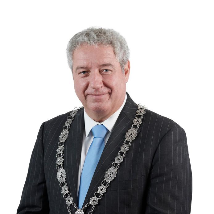Burgemeester Jacques Niederer van Roosendaal reikt in september de eerste Jongerenroos uit.