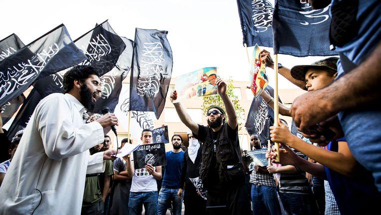 Juli 2014: een pro IS-demonstratie in de Haagse Schilderswijk. Beeld anp