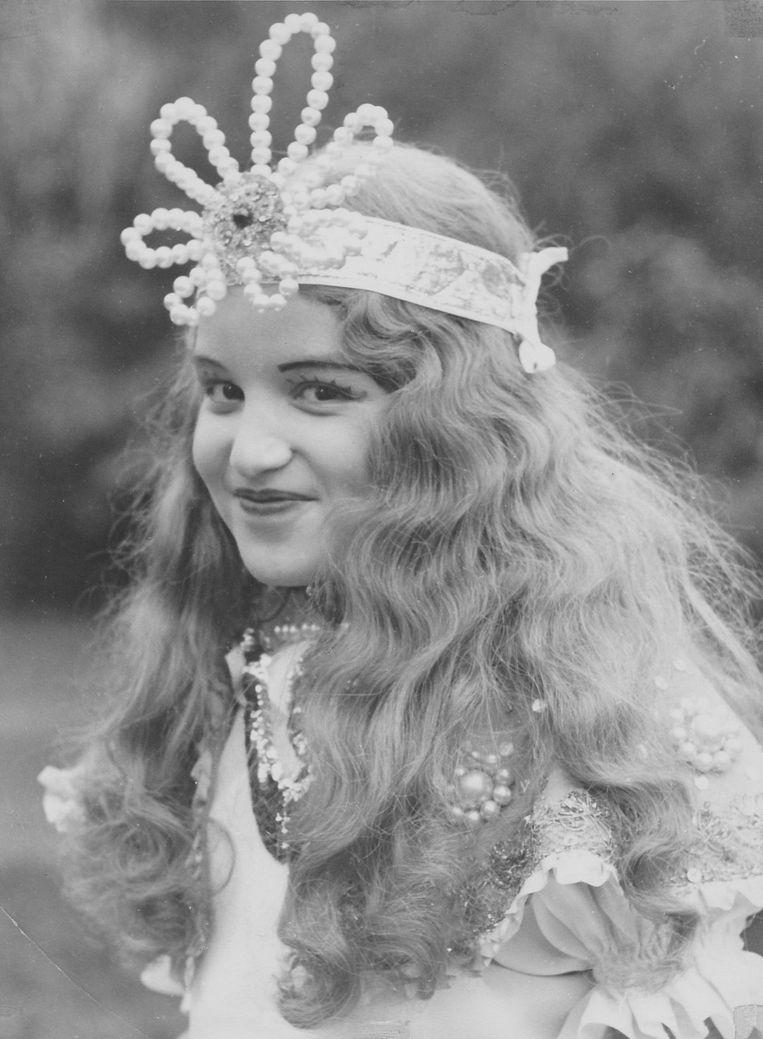 De 11-jarige Sabrina als prinses Perlefine op de lagere school. Beeld