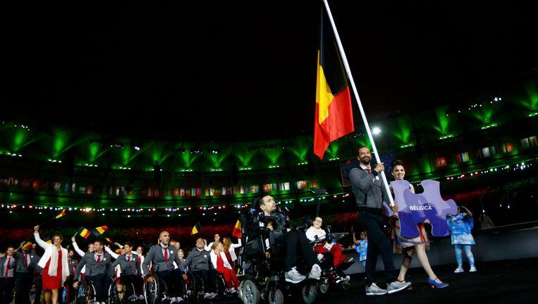 Zwemmer Sven Decaesstecker is de vlaggendrager van de Belgische delegatie. Beeld Photo News