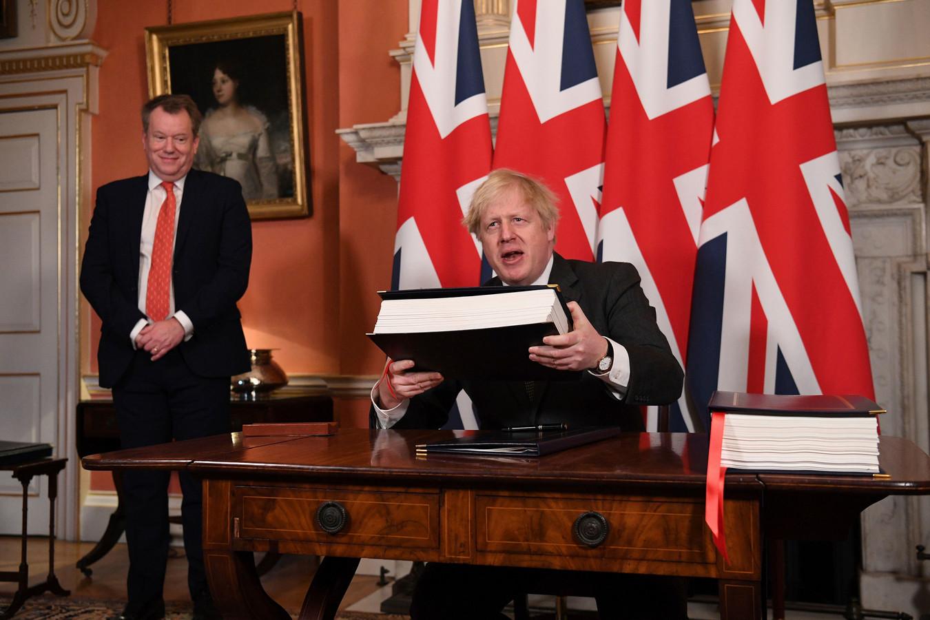 David Frost (links), die de Britse regering nu vertegenwoordigt op gebied van internationaal beleid.