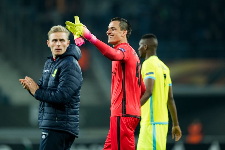 Gent's goalkeeper Jacob Rinne and Gent's goalkeeper Lovre Kalinic celebrate after winning a game between Belgian soccer team KAA Gent and British team Tottenham, first-leg of the 1/16 finals of the Europa League competition, Thursday 16 February 2017, in Gent. BELGA PHOTO JASPER JACOBS Beeld null