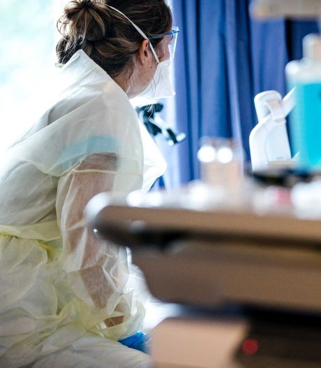 Ruim 11.000 besmettingen, maar ziekenhuisbezetting stabiel: 'Hoopgevend beeld'