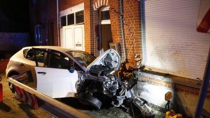 Wagen rijdt in woning van brandweerman