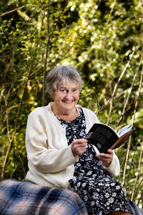 92 jaar oud en influencer: Rennie van Windt is veganist, dichteres en vooral ook 'Insta-granny'