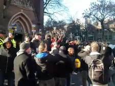 Grote groep dwarsboomt Zwarte Piet-demonstratie in Eindhoven
