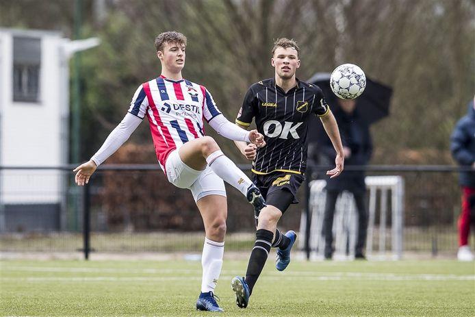 Maikel Jansen - links, namens Willem II 2 tegen NAC, speelt na de zomer voor Sparta Nijkerk.