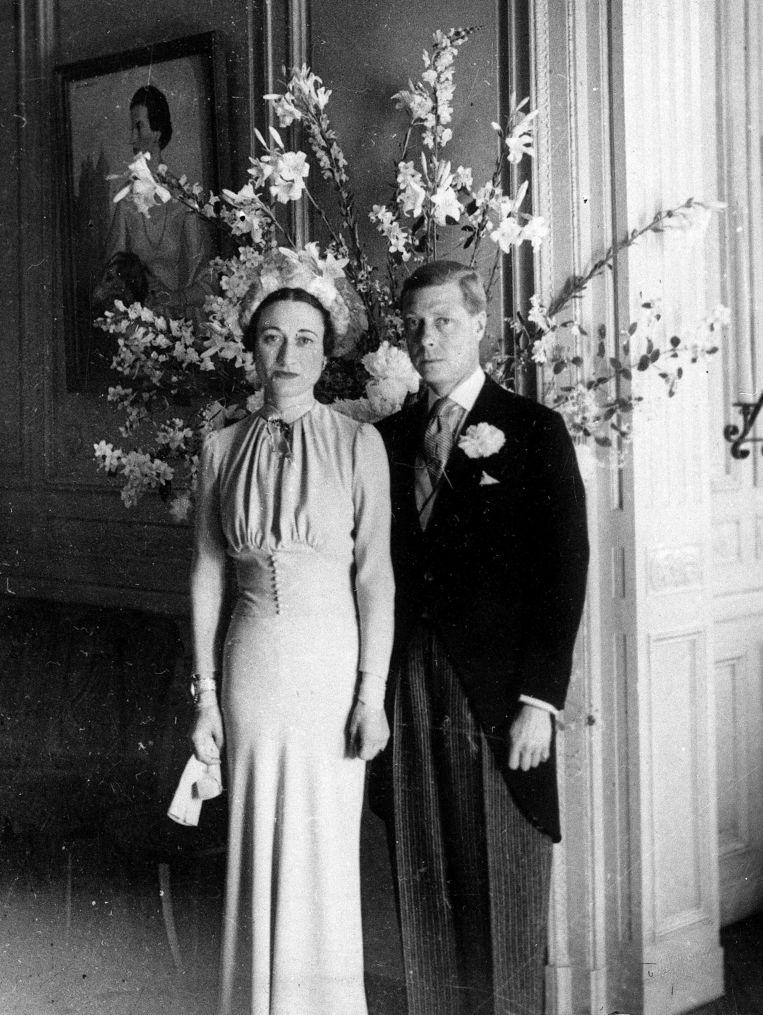 In 1936 nam Edward VIII, de oom van Queen Elizabeth, afstand van de troon na zijn huwelijk met Wallis Simpson, een gescheiden vrouw. Elizabeth is dat plichtsverzuim van haar oom nooit vergeten. Beeld AP