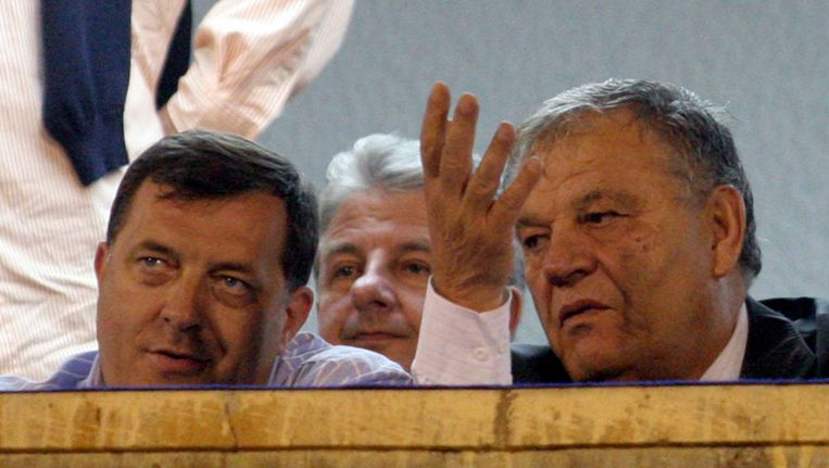 Dodik -links- is onderwerp van een onderzoek naar fraude. Beeld Photonews