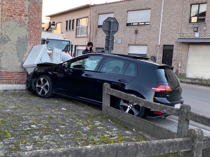 De Golf GTI raakte zwaar beschadigd.