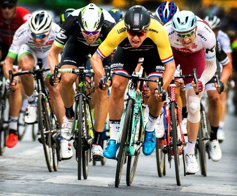 2017, Dylan Groenewegen zoals we hem kennen. De wielrenner wint de slotsprint van de Tour op de Champs-Élysées.  Beeld Klaas Jan van der Weij