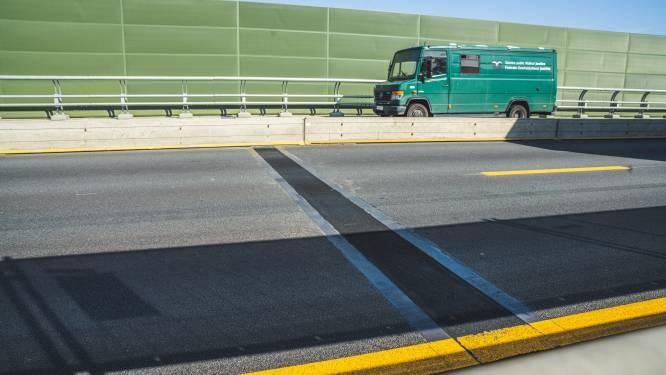Kop-staartaanrijding tussen twee vrachtwagens op E17 in Gentbrugge, file loopt op tot in De Pinte