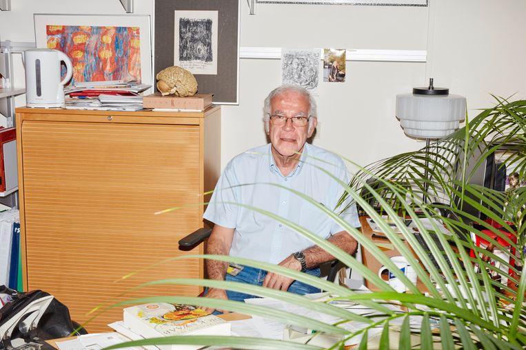 Dick Swaab in zijn Amsterdamse werkkamer: