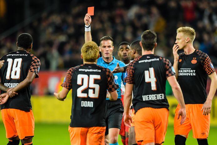 Nick Viergever kreeg als eerste PSV'er een rode kaart.