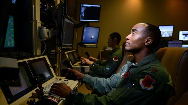 Een drone-piloot op Amerikaanse basis. Beeld US AIR FORCE