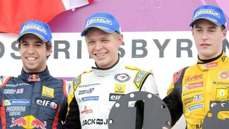 Stoffel Vandoorne, rechts van winnaar Kevin Magnussen. Beeld PHOTO_NEWS