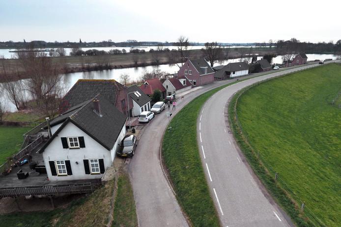 De dijk bij Herwijnen moet opnieuw onder handen worden genomen.