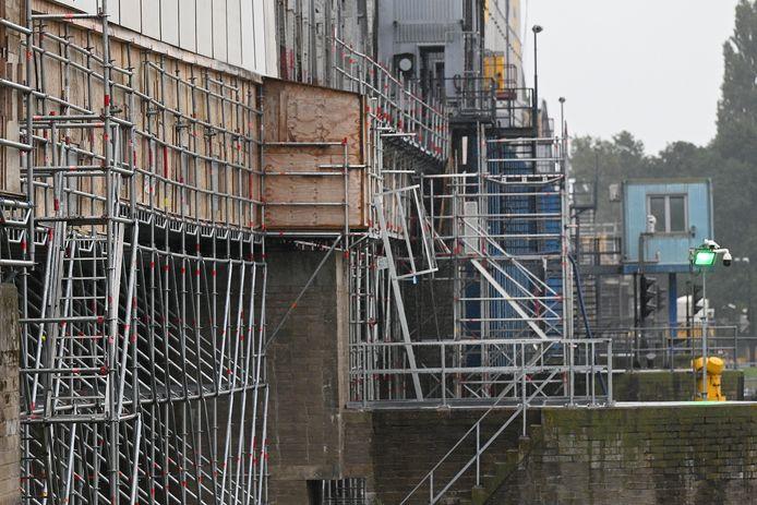 Grave: 28-09-2021; DG-Foto Het herstel van de graafse brug gaat nu zo ongeveer de laatste fase in.