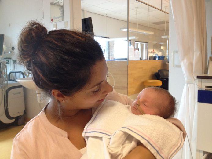 Miriam Blondeau met dochter Emmie.