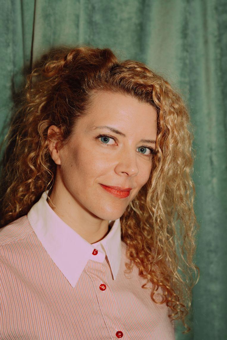 Sylvia Van Driessche: 'Lezers stellen de vraag wanneer een van mijn boeken verfilmd wordt. Maar met het aantal lezers in Vlaanderen moet ik daar niet meteen aan beginnen.' Beeld Illias Teirlinck