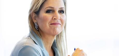Koningin Máxima op werkbezoek bij Enschedese hulpverleners: Er komt een vierde golf