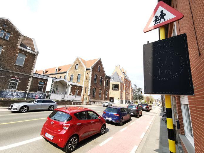 Op de August Demaeghtlaan aan De Leerboom in Halle is er wel een flexibele zone 30 maar dat is een gewestweg.
