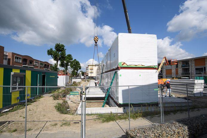 Nieuwbouw van appartementencomplex in Losser gebeurt in units. De bouwtijd is daardoor aanmerkelijk korter.