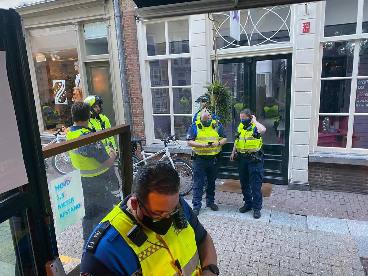 Agenten en boa's hielden vorige maand een controle in de omgeving van café Lalalaa.