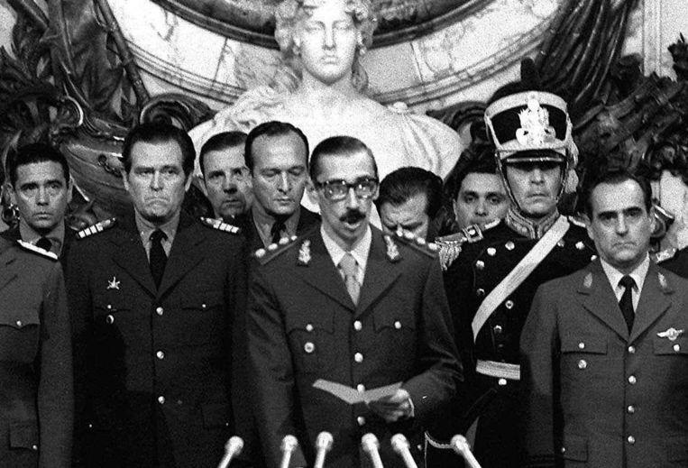 Jorge Videla tijdens zijn beëdiging tot president van Argentinië, 24 maart 1976. Beeld ap