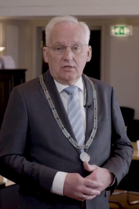De nieuwe burgemeester zette nog geen stap in het gemeentekantoor