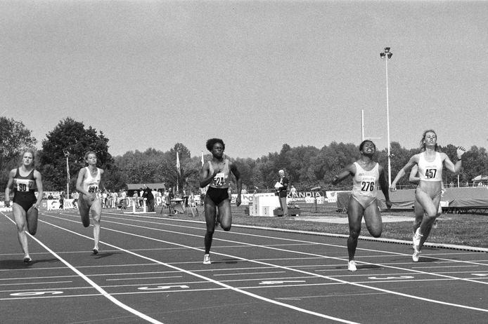 Eindhoven 1991-12690 Nk Atletiek Finish 100 meter *Nellie Cooman* *Monique Bogaards*
