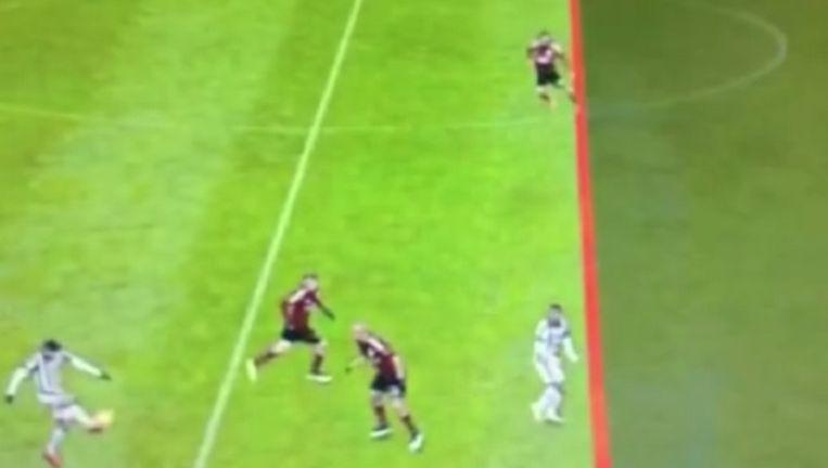 Geen buitenspel volgens deze scheve lijn van de hand van de Juventus-herhaling Beeld Vine