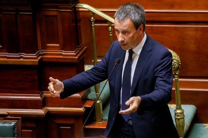 Minister van Defensie Philippe Goffin (MR) bleef ook in de Kamer zijn keuze voor de omstreden postbusvennootschap verdedigen.