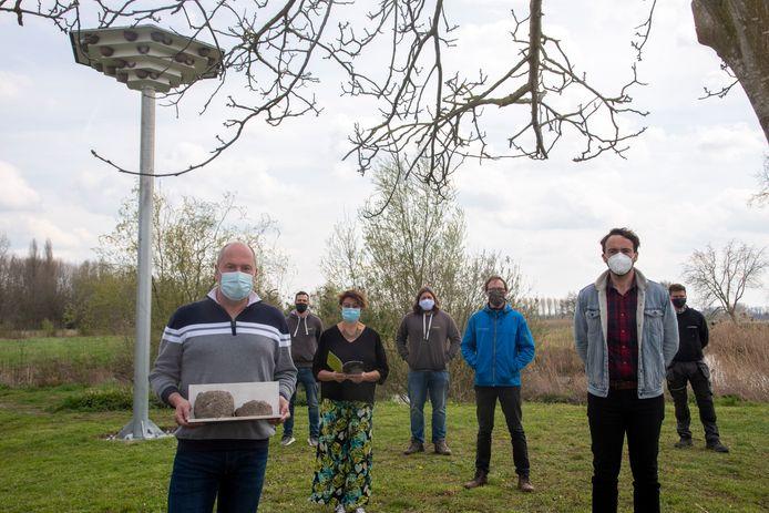 Het lokaal bestuur en het Regionaal Landschap plaatsten een nieuwe zwaluwtil aan het Vaartplein.