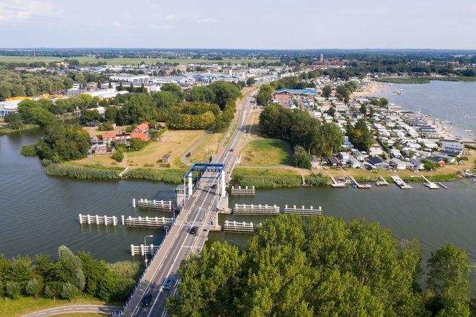 De Elburgerbrug wordt voor de zoveelste keer onder handen genomen. Dit keer gaat het niet om het wegdek maar krijgt de brug een nieuwe motor, bedienings- en besturingssysteem.