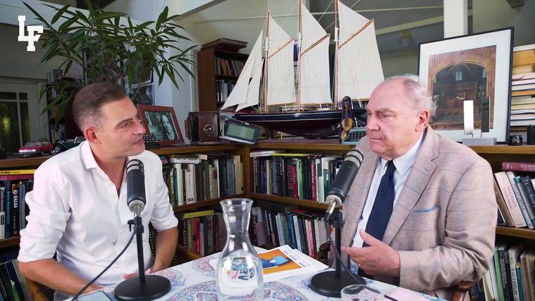 Karel van Wolferen in gesprek met Lange Frans. Beeld