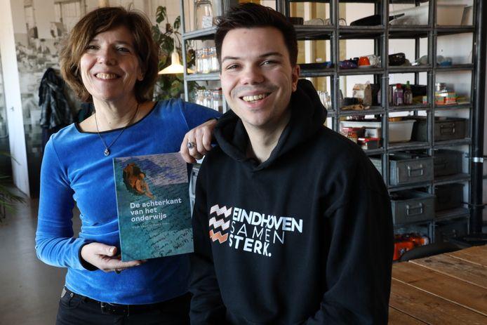 Marjon Velsink, medeauteur van het boek 'De achterkant van het onderwijs', en haar zoon Marijn Kortstra, die bijna twee jaar thuis was van school.
