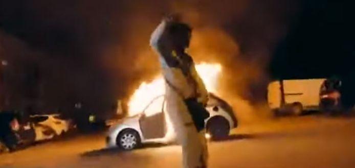 Maka, un rappeur de Seine-et-Marne, avait été vivement critiqué pour avoir prononcé cette phrase devant une voiture en flammes et au milieu d'autres jeunes parfois armés