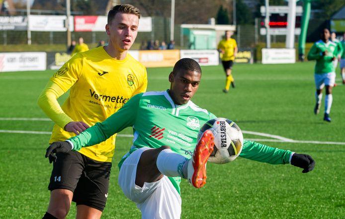 Julian van de Kreeke (links) speelt komend seizoen ook voor Goes. De pas 22-jarige Brabander heeft een verleden bij Nederlandse profclubs en in Spanje.