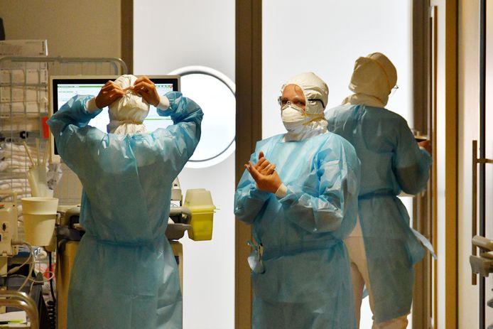 TT-2020-001992 - Enschede - Frank Timmers kijkt op de coronaafdeling in serie over ziekenhuis MST in coronatijd  editie alle          Foto Carlo ter Ellen   DPG  Media   CTE20200416