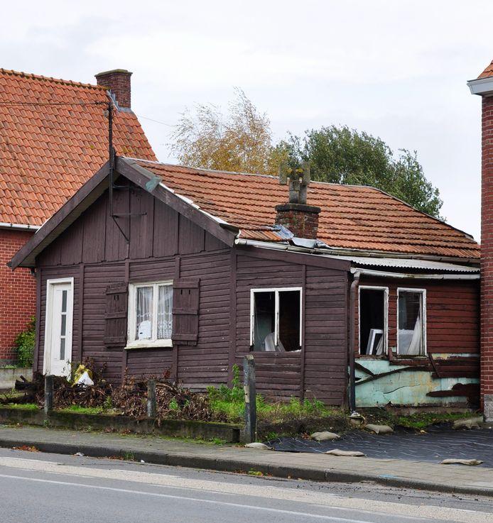 Het huisje is in slechte staat.