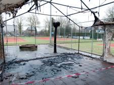 Brand van tijdelijk onderkomen is nieuwe klap voor Tennisvereniging Heino