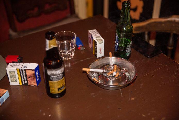 Kroegbazen in de regio zien nog geen noodzaak om de rookruimtes af te breken of te sluiten.
